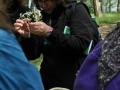 Kräuterfee Tina erläutert Erkennungsmerkmale